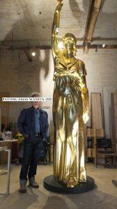 Patung Emas Wanita 1212